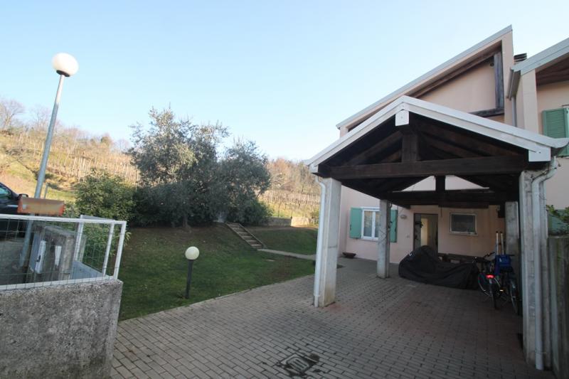 Villaschiera monocamera in vendita a Capriva del Friuli - Villaschiera monocamera in vendita a Capriva del Friuli