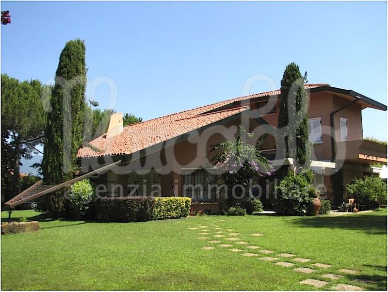 Villa indipendente plurilocale in vendita a Camaiore - Villa indipendente plurilocale in vendita a Camaiore