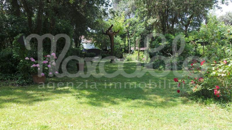 Villa indipendente plurilocale in vendita a Forte dei Marmi - Villa indipendente plurilocale in vendita a Forte dei Marmi