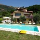 Villa indipendente plurilocale in vendita a Camaiore