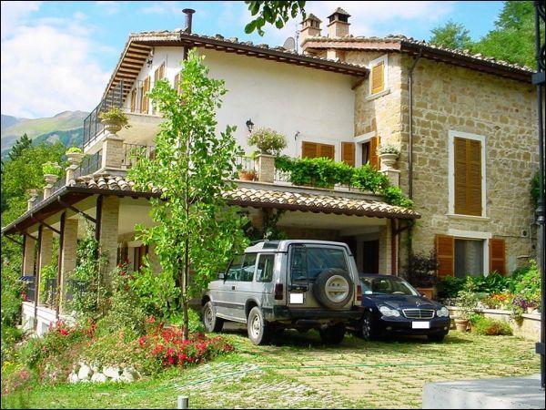Villa plurilocale in vendita a Montemonaco - Villa plurilocale in vendita a Montemonaco