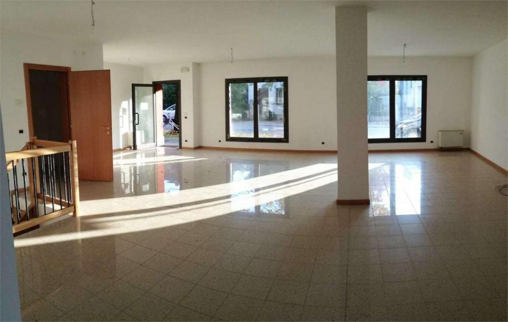 Ufficio trilocale in affitto a montebelluna - Ufficio trilocale in affitto a montebelluna