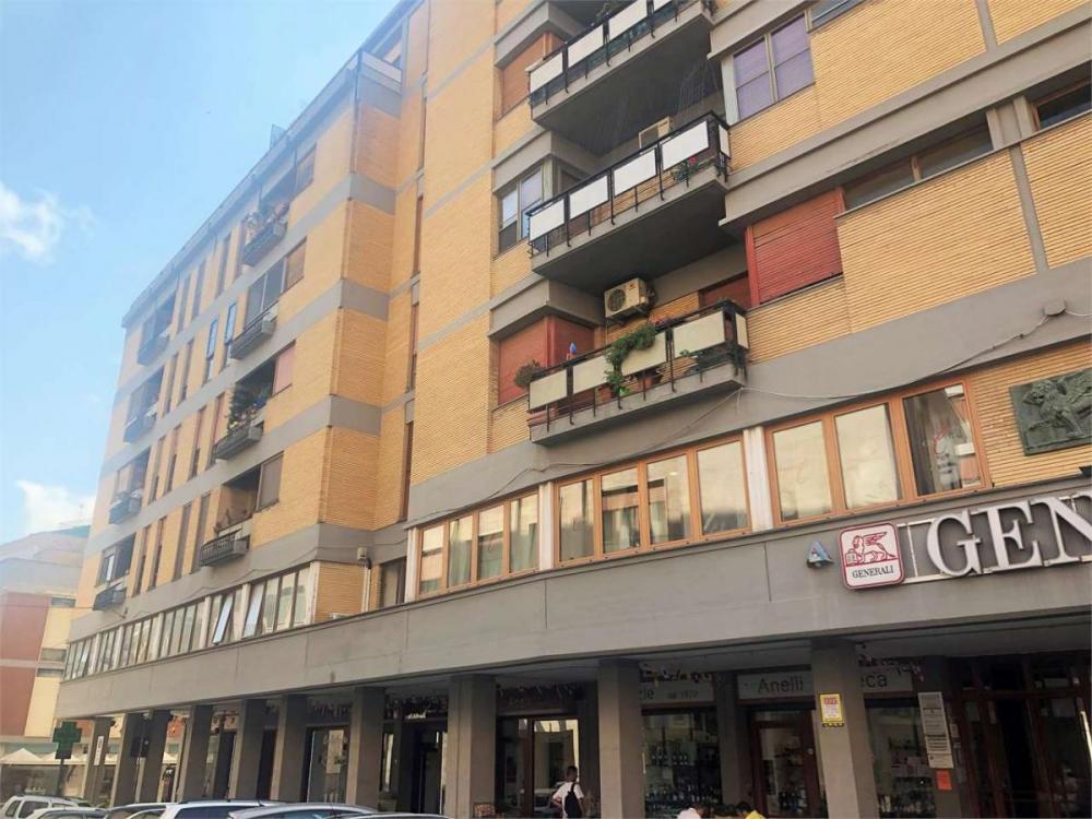 Magazzino-laboratorio bilocale in vendita a brindisi - Magazzino-laboratorio bilocale in vendita a brindisi