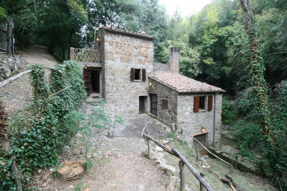 Rustico / casale quadrilocale in vendita a Montecatini Terme - Rustico / casale quadrilocale in vendita a Montecatini Terme