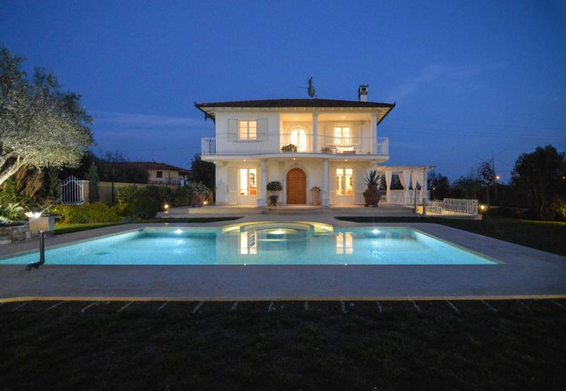 Villa indipendente plurilocale in affitto a Pietrasanta - Villa indipendente plurilocale in affitto a Pietrasanta