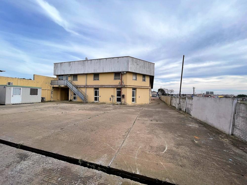 Capannone industriale in affitto a Quartu Sant'Elena - Capannone industriale in affitto a Quartu Sant'Elena