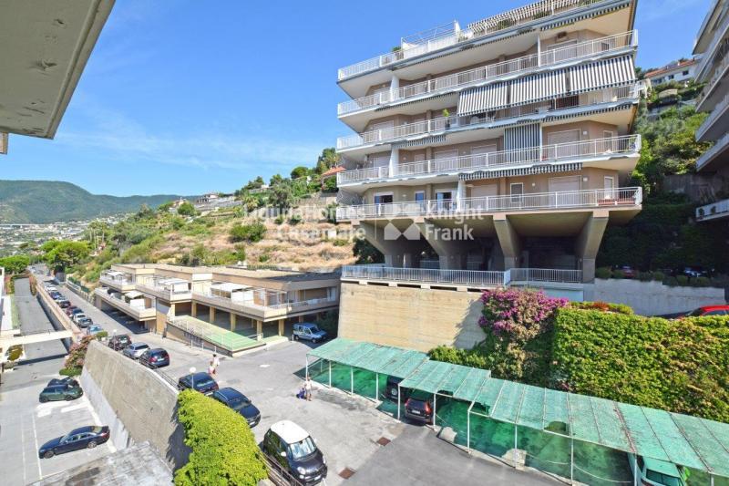 Appartamento trilocale in vendita a Ospedaletti - Appartamento trilocale in vendita a Ospedaletti