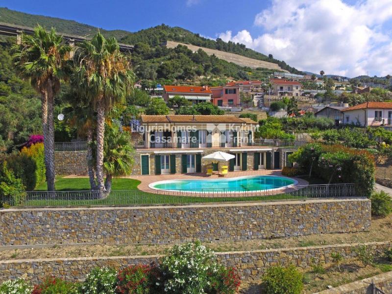 Villa indipendente plurilocale in vendita a Ospedaletti - Villa indipendente plurilocale in vendita a Ospedaletti