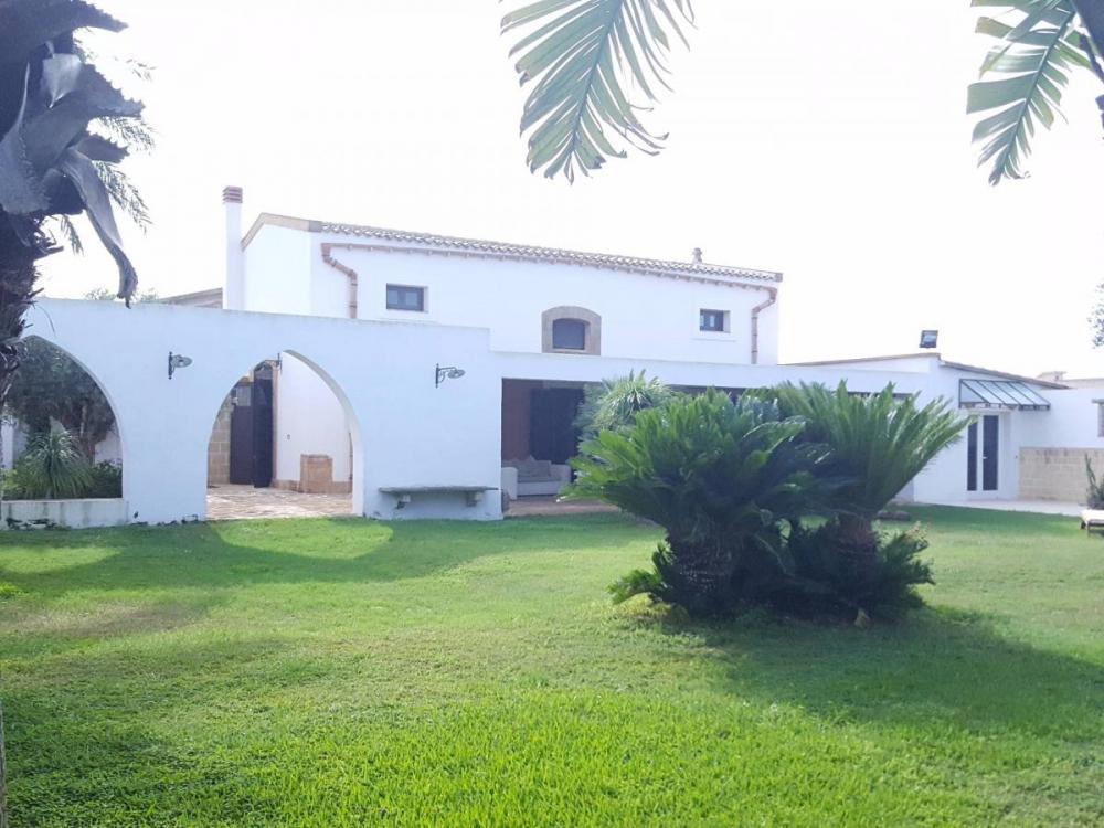 Villa indipendente plurilocale in vendita a Mazara del Vallo - Villa indipendente plurilocale in vendita a Mazara del Vallo