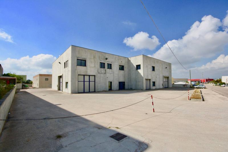 Capannone industriale in vendita a Olbia - Capannone industriale in vendita a Olbia