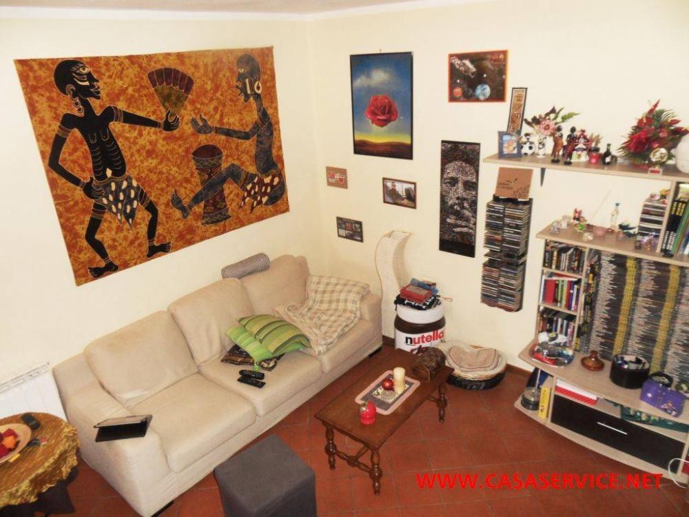 a3b716321b6d59b4d9874035eba88c49 - Appartamento quadrilocale in vendita a