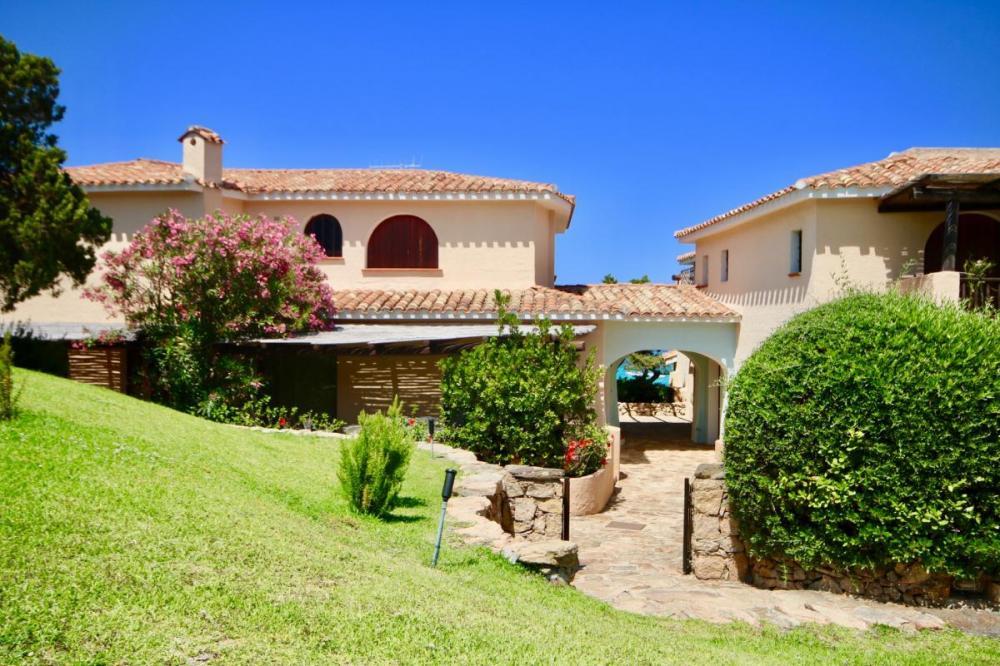 Appartamento trilocale in vendita a Arzachena - Appartamento trilocale in vendita a Arzachena
